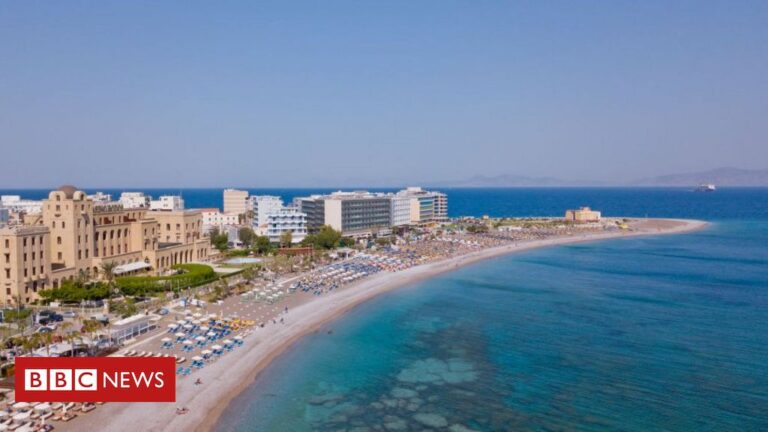 Covid-19: Dutch sign up for test holiday on Greek island