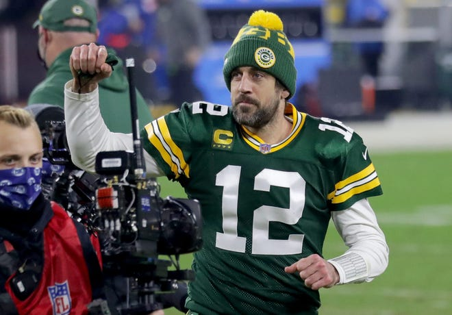 Aaron Rodgers says he's engaged in MVP acceptance speech