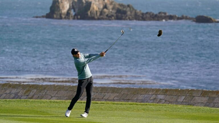 Late eagle from fairway stakes Jordan Spieth to 2-shot lead in AT&T Pebble Beach Pro-Am