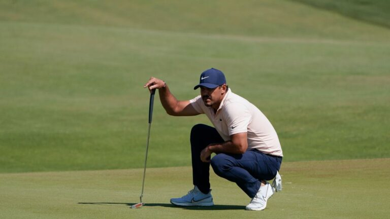 Brooks Koepka irked by crowd at 18, says injured knee 'got dinged a few times'