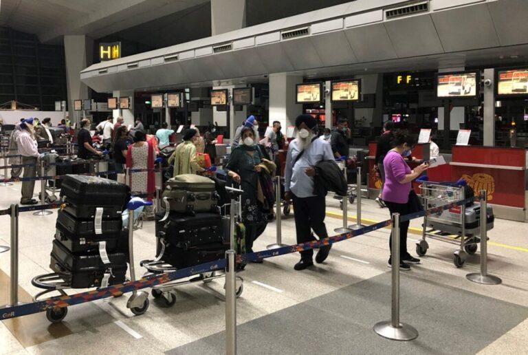 Canada bans all passenger flights from India and Pakistan