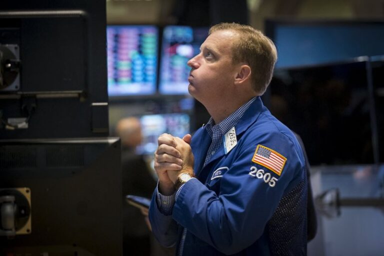 S&P 500 in Holding Pattern as Tech Stumbles to Offset Gains in Cyclicals By Investing.com