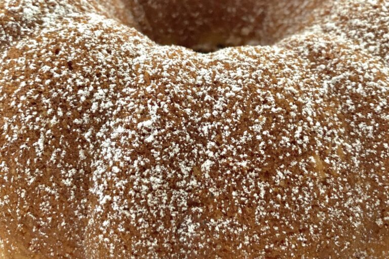The Internet-Famous Whipping Cream Cake Is a Dupe for Sara Lee (My First Love)