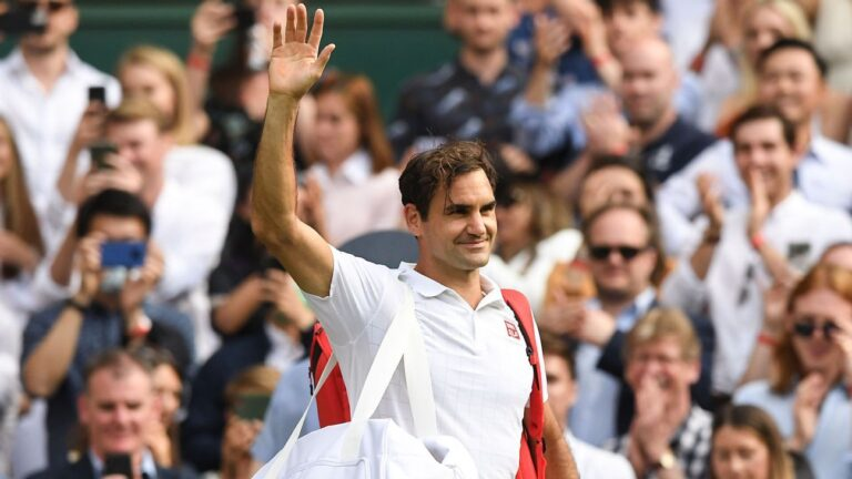 Roger Federer cruises into third round at Wimbledon