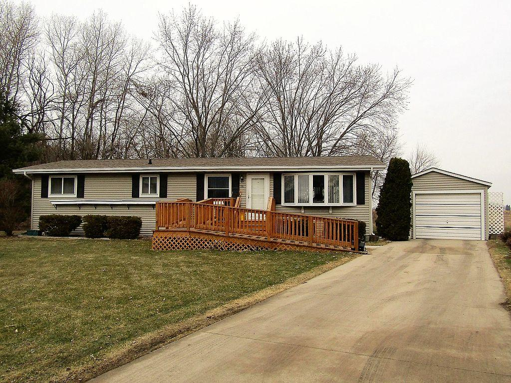 116 Canary Cir, Watertown, WI