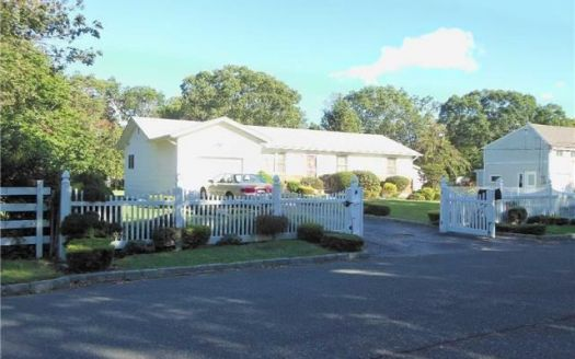 1174 Nugent Ave, Bay Shore, NY