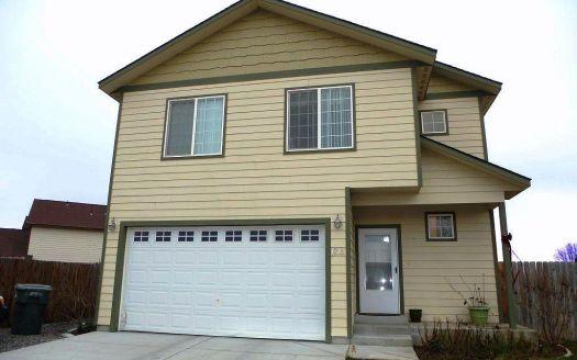 1215 Minor Ct, Grandview, WA