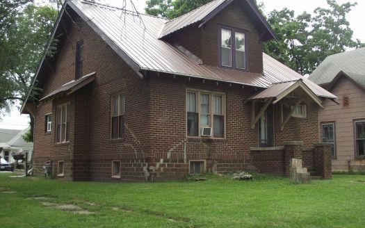 124 S Monroe St, Brookfield, MO