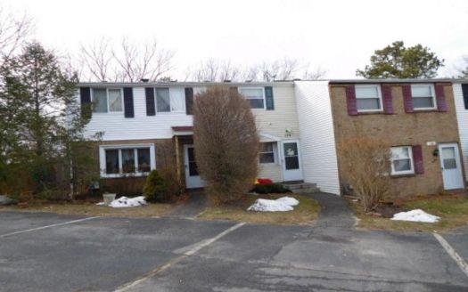 128 Hill Cres, Calverton, NY
