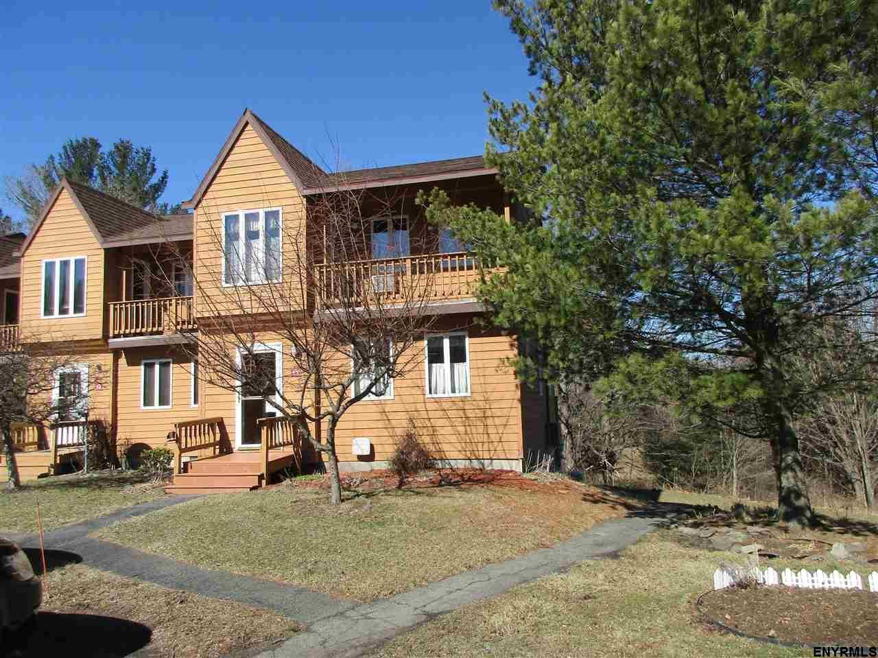 13 Glenwood Townhouse Rd, Round Top, NY