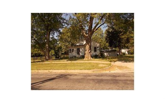 1317 N Main St, Brookfield, MO