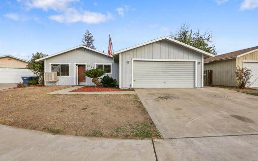 1342 E Cerritos Ave, Tulare, CA