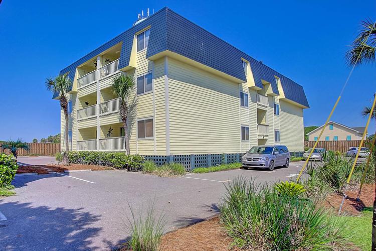 1400 Ocean Blvd #104-A, Isle Of Palms, SC
