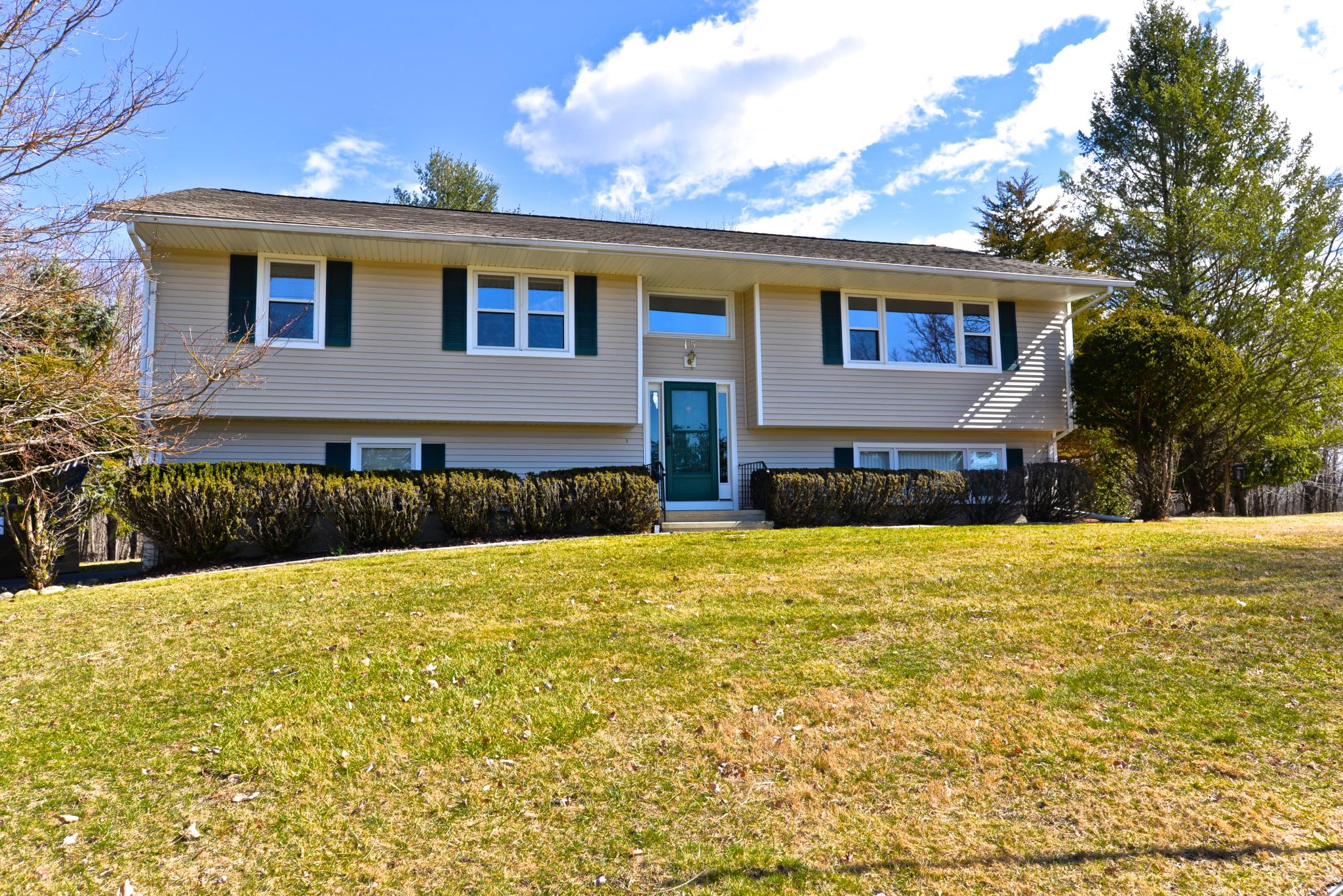 15 Ox Dr, Brookfield, CT