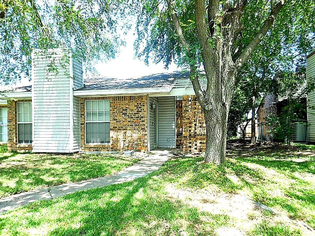 1511 Butterfield Dr, Mesquite, TX