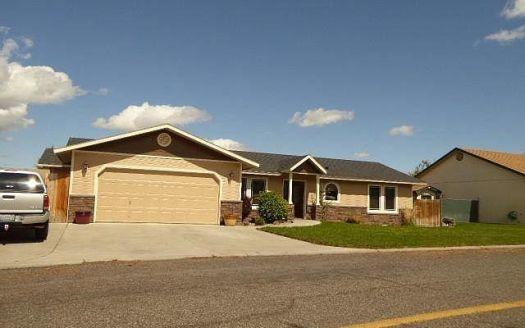1807 Smith Ln, Grandview, WA