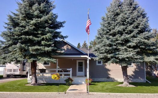 206 3rd Ave SW, Choteau, MT