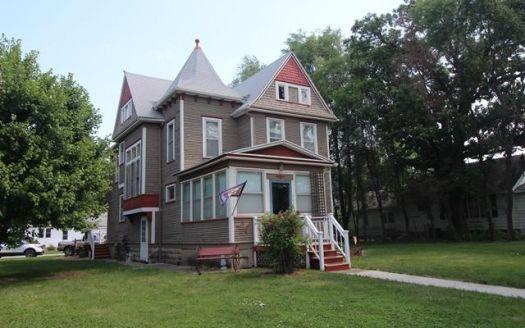 208 W Skillet Ave, Dayton, IA