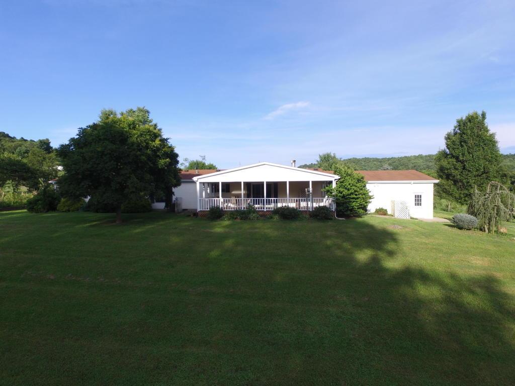 2121 Cannady School Rd SE, Floyd, VA