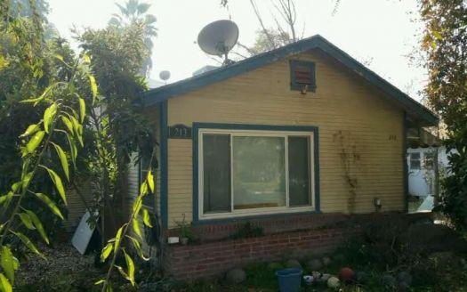 213 W Maple Ave, Tulare, CA