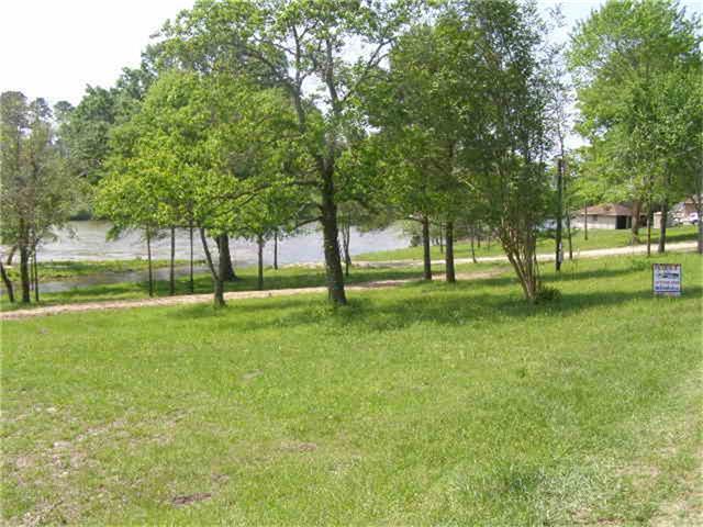265 Caney Creek Dr, Onalaska, TX