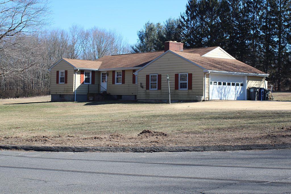 269 Kissawaug Rd, Middlebury, CT