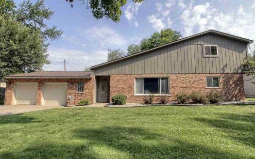 27060 Grover St, Harrison Township, MI