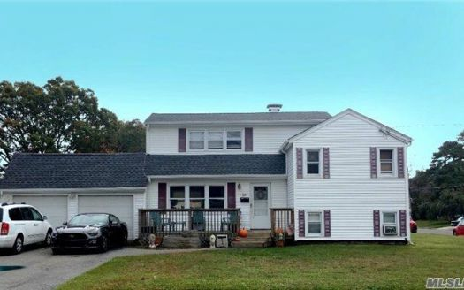 28 Chestnut Dr, Bay Shore, NY