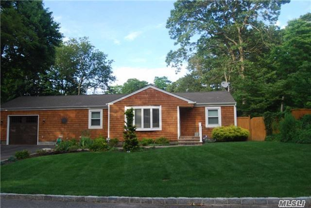 3 Eastwood Rd, Miller Place, NY