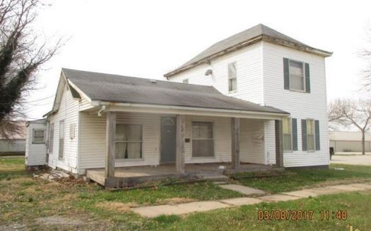 308 W 5th St, Appleton City, MO