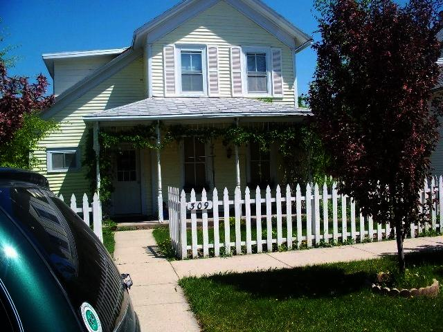 309 E 2nd St, Redfield, SD