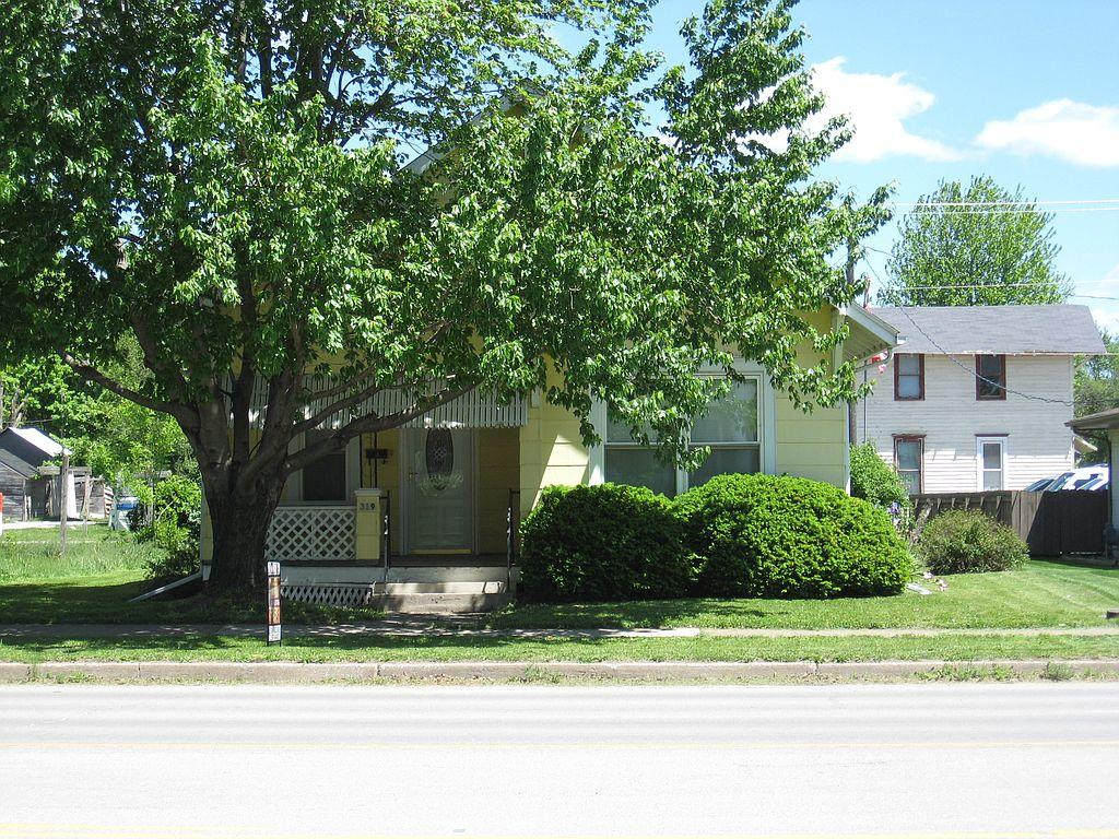 319 S Main St, Brookfield, MO