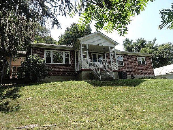 322 W Cherry St, Marion, VA