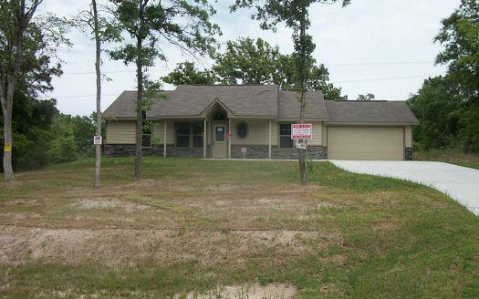 323 Arrowhead Dr, Onalaska, TX