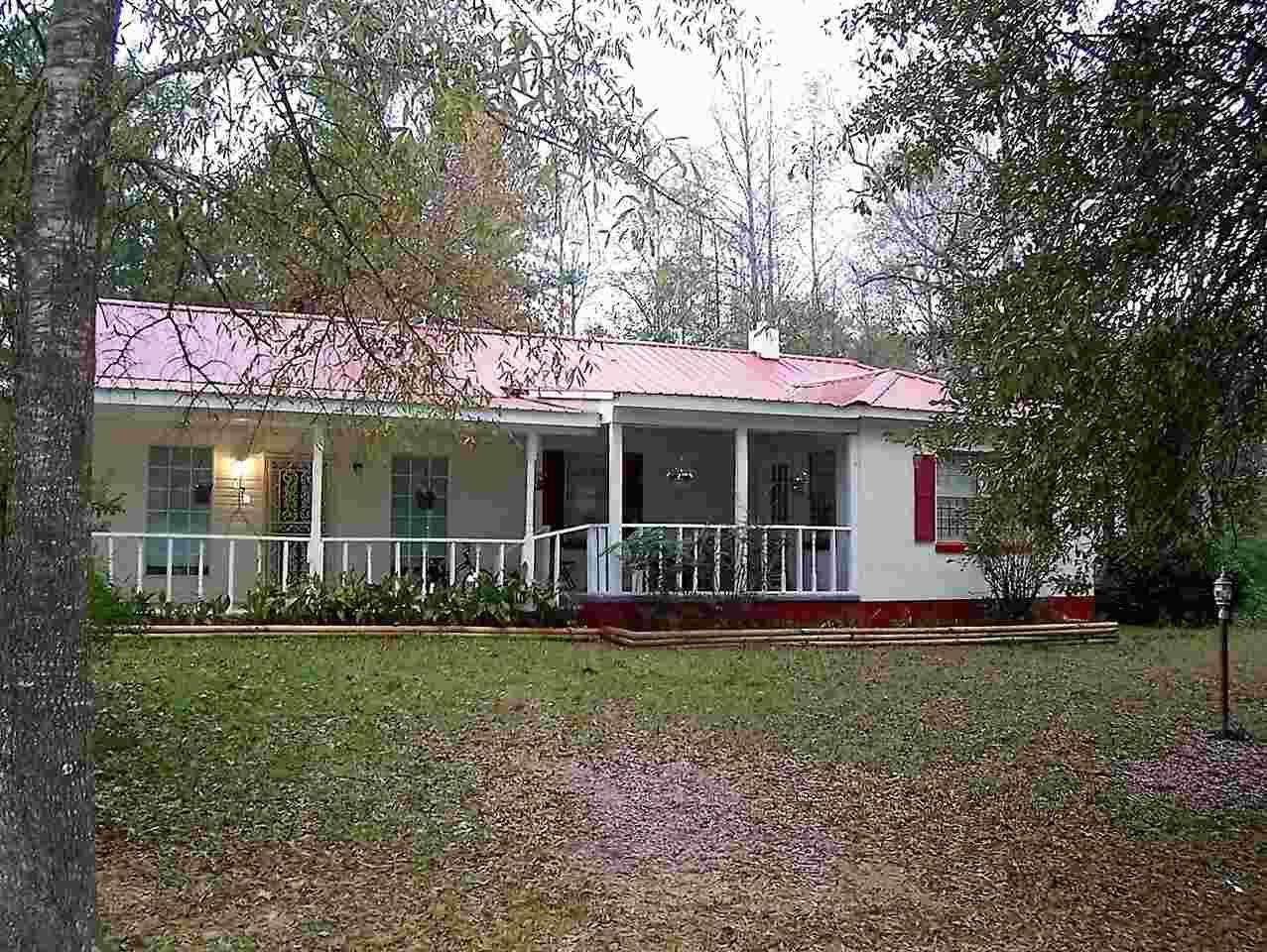 373 S 7th St, Selmer, TN