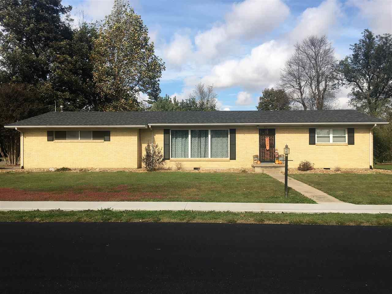413 Bowman Ave, Bernie, MO