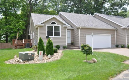425 Hills Creek Rd, Brookfield, OH