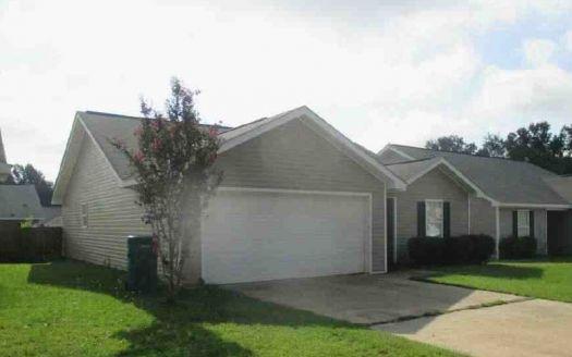 449 Holly Berry Ln, Moundville, AL