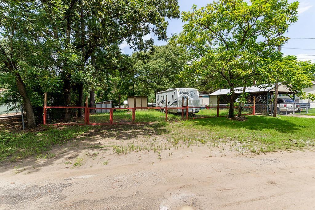 523 Rain Forest Rd, Onalaska, TX