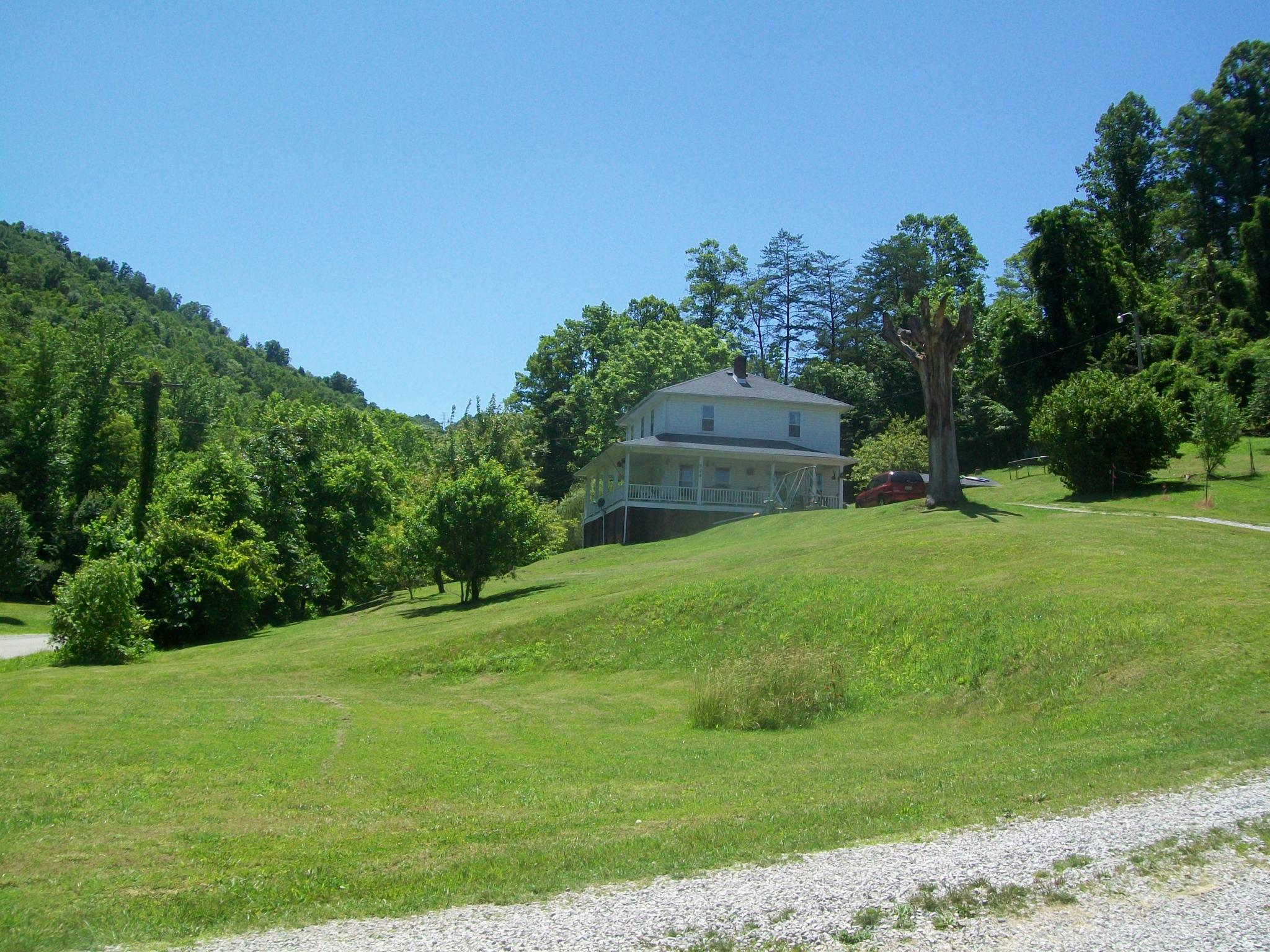 524 Whistle Creek Rd, Newcomb, TN