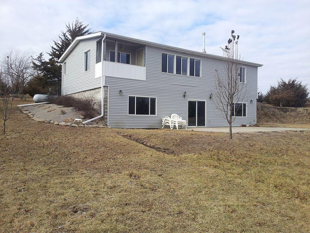 546 Timberline Dr, Melrose, IA
