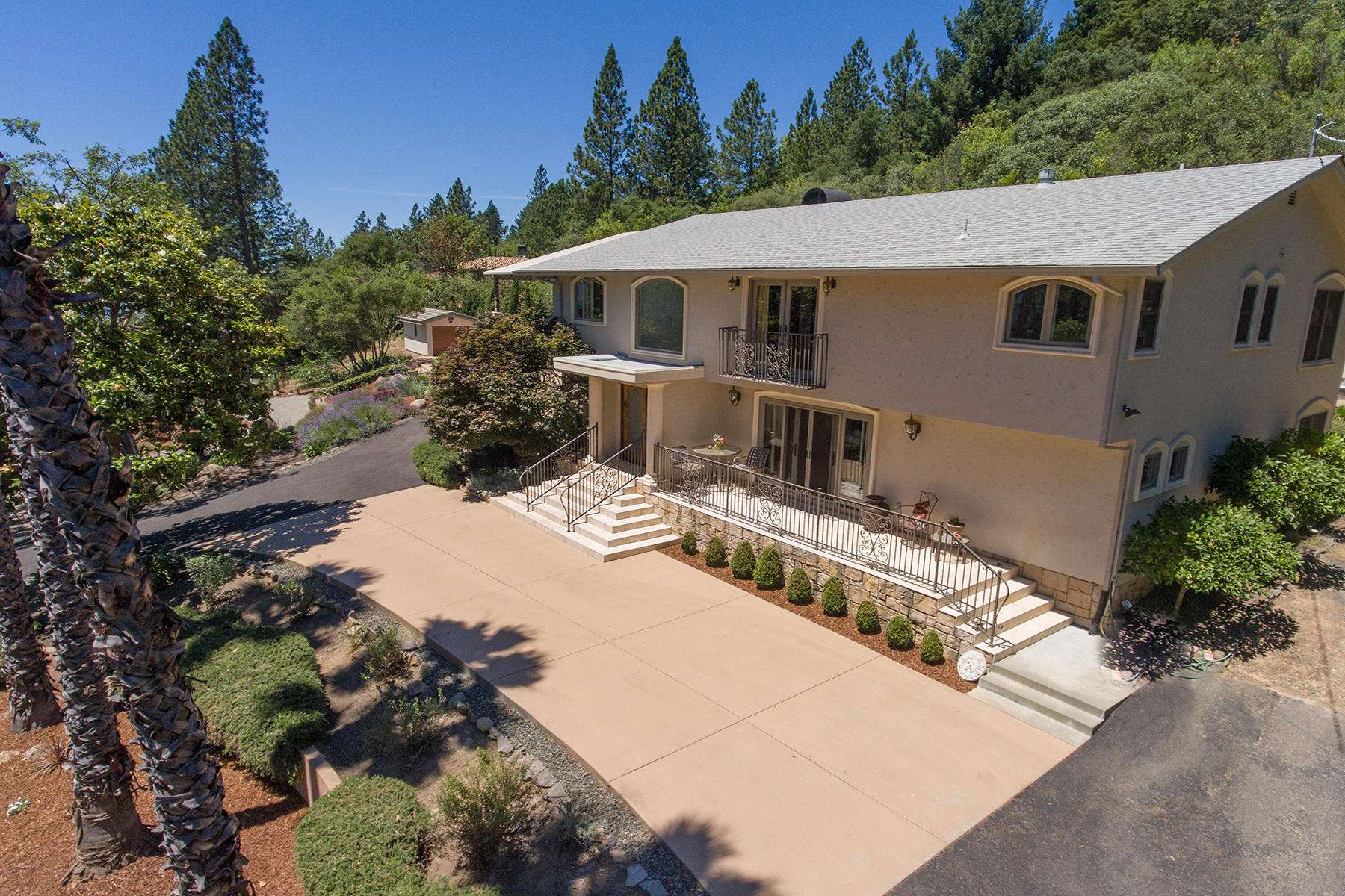 555 White Cottage Rd, Angwin, CA