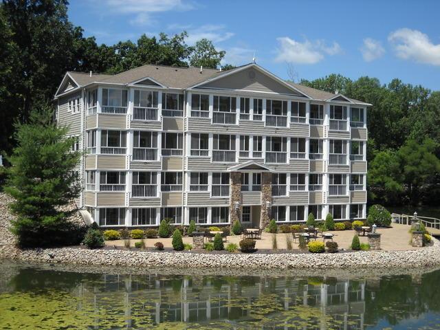 586 Beyers Lake Est, Pana, IL
