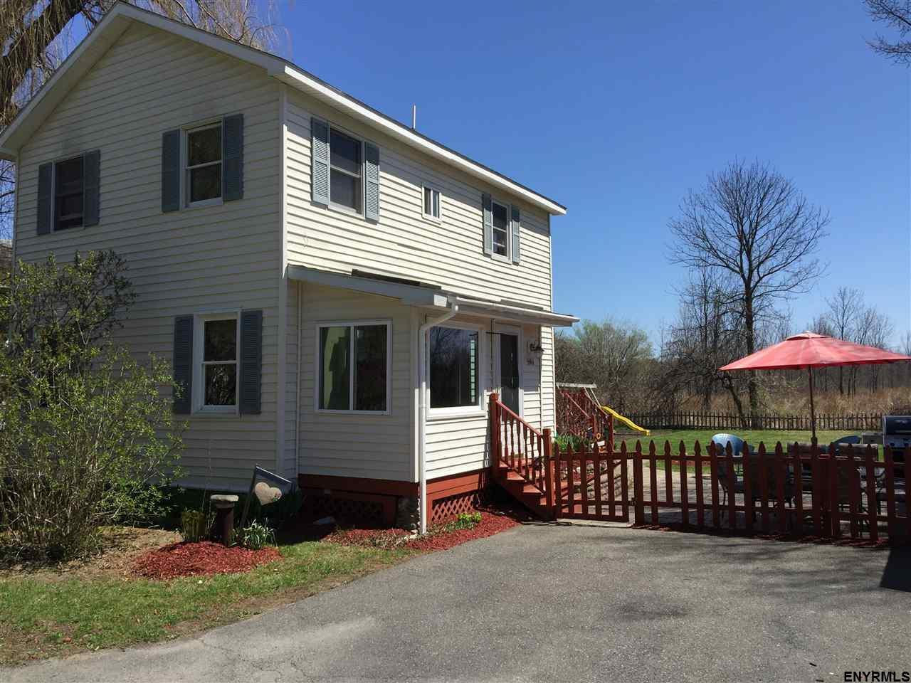 596 Meadowdale Rd, Altamont, NY