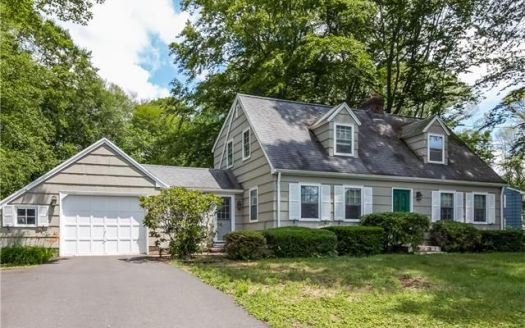 7 Oak Dr, Northford, CT
