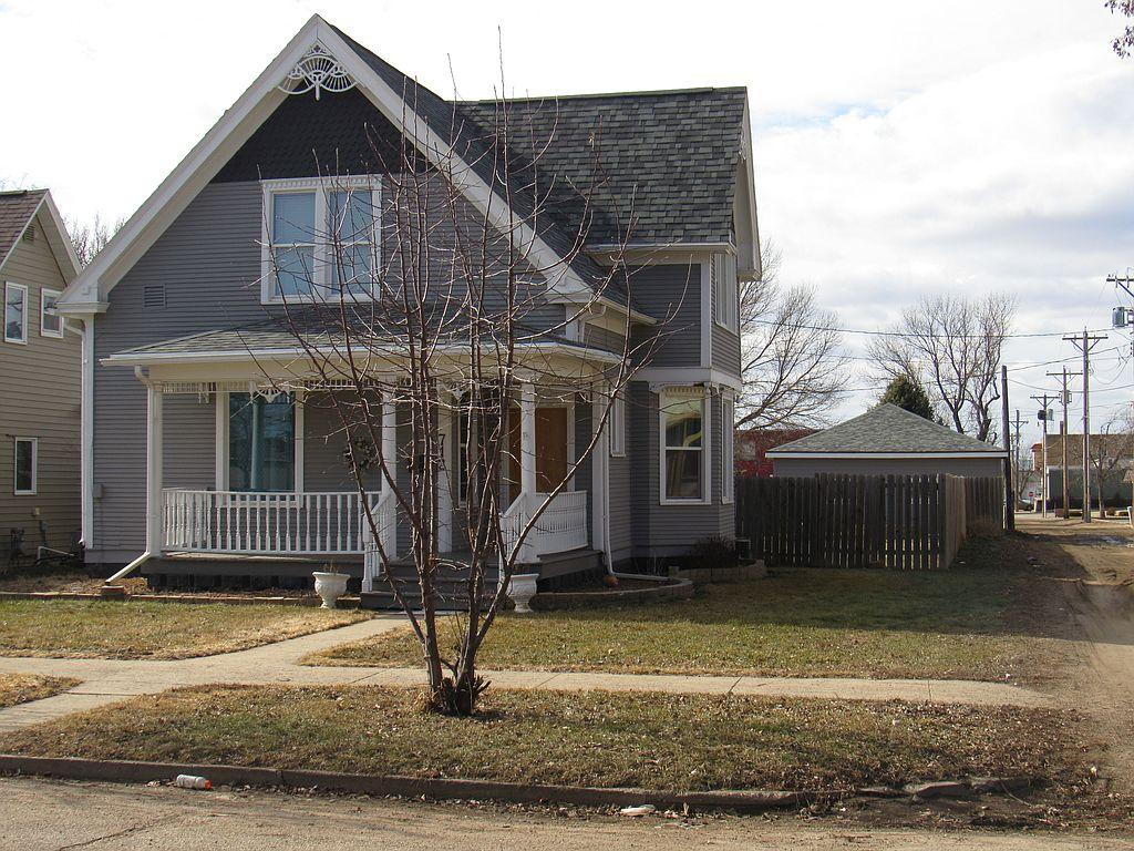 712 E 2nd St, Redfield, SD