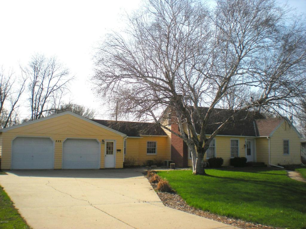 885 Center St, Tracy, MN