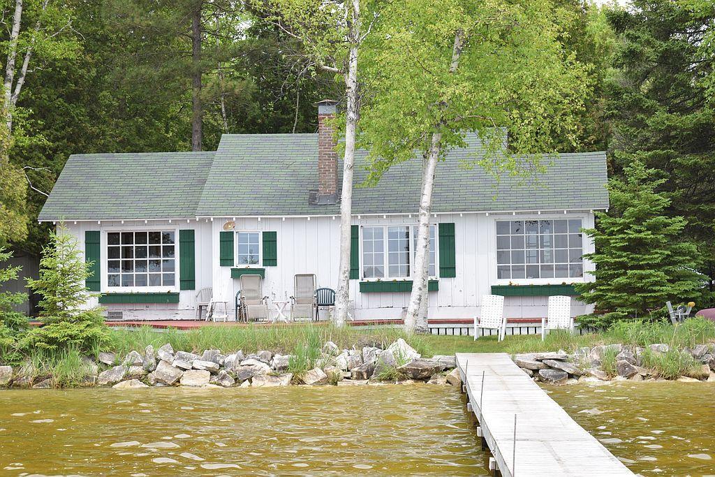 903N E Gulliver Lake Rd, Gulliver, MI
