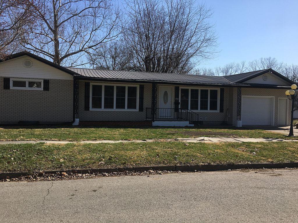 916 N State St, Brookfield, MO