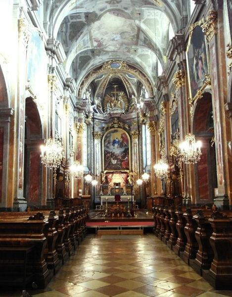 Францисканер кирхе, Санкт-Пёльтен